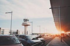 Parking de terminal d'aéroport moderne Images stock