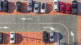 Parking de voiture vu du timelapse ci-dessus, vue aérienne banque de vidéos
