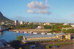 Parking, jachtklubu i miasta przedmieścia, ludwika Mauritius port Obrazy Stock