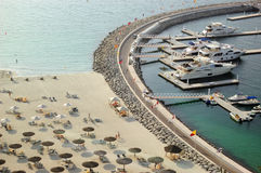 parking plażowy hotelowy luksusowy pobliski jacht Obraz Royalty Free
