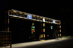 Parking pod ciemnawym światłem noc Obrazy Royalty Free