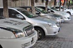 Parking pod drzewami Zdjęcie Stock