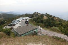 Parking samochodowy i biuro przy Tai Mo shanem Obrazy Stock