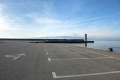 Parking vide à la mer Images stock
