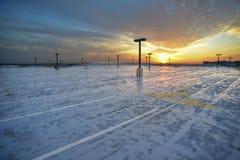Coucher du soleil au-dessus de parking Photographie stock libre de droits