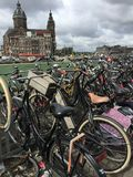 Parkings de bicyclette Photos libres de droits