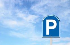 Parkować znaka z niebieskim niebem ilustracji