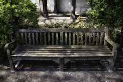 Parkowa ławka w Antwerp obraz stock