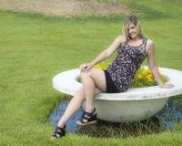 parkowa ładna kobieta Zdjęcia Royalty Free