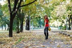 parkowa chodząca kobieta Obraz Stock