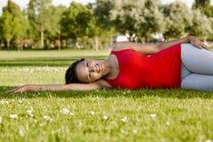 parkowa odpoczynkowa kobieta Obrazy Royalty Free