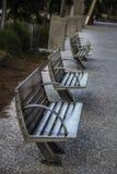 Parkowe ławki w góry nabrzeża Przyjemnym Pamiątkowym parku Południowa Karolina zdjęcie stock
