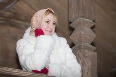 parkowego portreta uśmiechnięta kobieta Fotografia Royalty Free