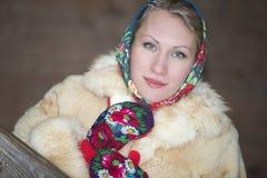 parkowego portreta uśmiechnięta kobieta Obrazy Royalty Free