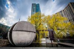 Parkowi i nowożytni budynki przy Harbourfront w Toronto, Ontari Obrazy Stock