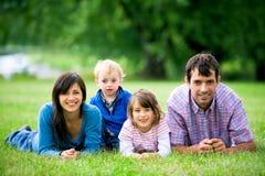 parkowi rodzin potomstwa fotografia royalty free