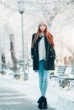parkowi zima kobiety potomstwa Zdjęcia Stock