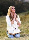 parkowy damy modlenie Zdjęcia Royalty Free