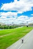 Parkowy Fluvial Del Besos na lato słonecznym dniu Zdjęcie Royalty Free