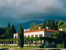 Parkowy Milocer, willa, plażowa królowa Blisko wyspy Sveti Stefan w Montenegro obrazy stock