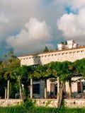Parkowy Milocer, willa, plażowa królowa Blisko wyspy Sveti Stefan w Montenegro fotografia stock