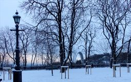 Parkowy Vladimirskaya Gorka w Kijów na zima wieczór Obrazy Stock