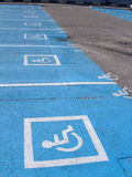 Parkplätze für untaugliche Personen Lizenzfreies Stockfoto