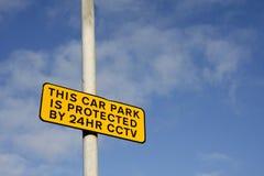 Parkplatz CCTV-Zeichen Stockbild