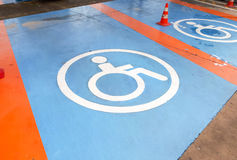 Parkplatz für das Handikap stockfotos