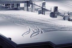 Parkplatz umfasst im Schnee stockfoto