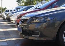 Parkplatzautos Stockfotos