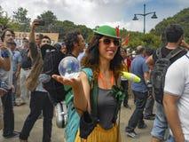 Parkprotest Taksim Gezi die Trickzeichner und der Clown stellen dar Stockbilder