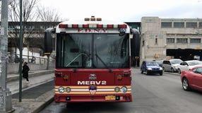 Parkujący Pożarniczego działu odpowiedzi nagłego wypadku Ważny pojazd Fotografia Stock