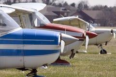 parkujący samoloty Zdjęcia Royalty Free