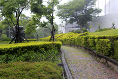 parkview旅馆石走道在雨中 库存照片