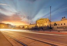 Parlament της Αυστρίας κατά τη διάρκεια του ηλιοβασιλέματος Βιέννη στοκ εικόνα
