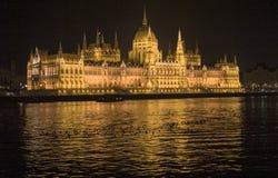 Parlament Budapest och Donau Arkivbild
