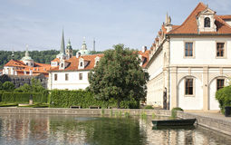 Parlament Gebäude und Park, Prag stockbild