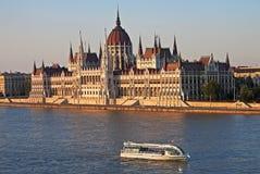Parlament i aftonlampa, Budapest Royaltyfria Bilder