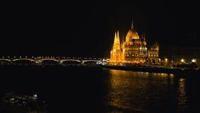 Parlament nachts