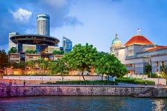 Parlament och gammal och ny högsta domstolenbyggnad i Singapore Royaltyfri Fotografi