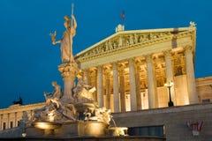 Parlament Viena en la noche foto de archivo