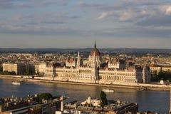 Parlament w Budapest z brzeg rzeki obrazy royalty free