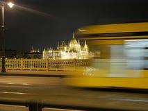 Parlamentbyggnad av Budapest nattetid arkivfoton