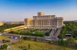 Parlamentbyggnad eller hus för folk` s i den Bucharest staden arkivbilder