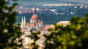 Parlamentbyggnad i Budapest från högstämd sikt Fotografering för Bildbyråer
