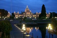 Parlamentbyggnader på natten, pir, Victoria, Kanada Arkivbild