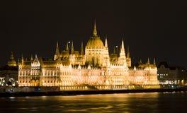 Parlamentet av Budapest i natten Royaltyfri Fotografi