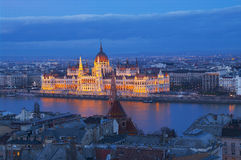 Parlamentet i Budapest efter solnedgång Arkivbilder
