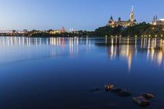 Parlamentkulle och Ottawa flod Fotografering för Bildbyråer